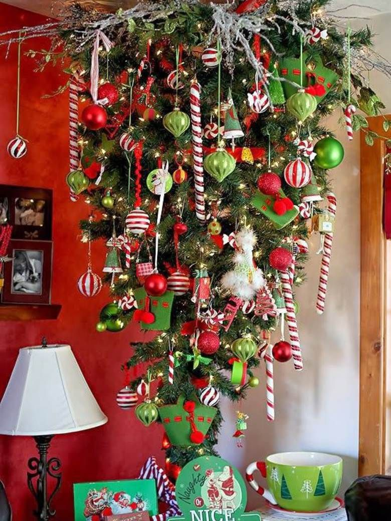 cette ann e j 39 accroche mon sapin l 39 envers pinterest christmas tree xmas and xmas tree. Black Bedroom Furniture Sets. Home Design Ideas