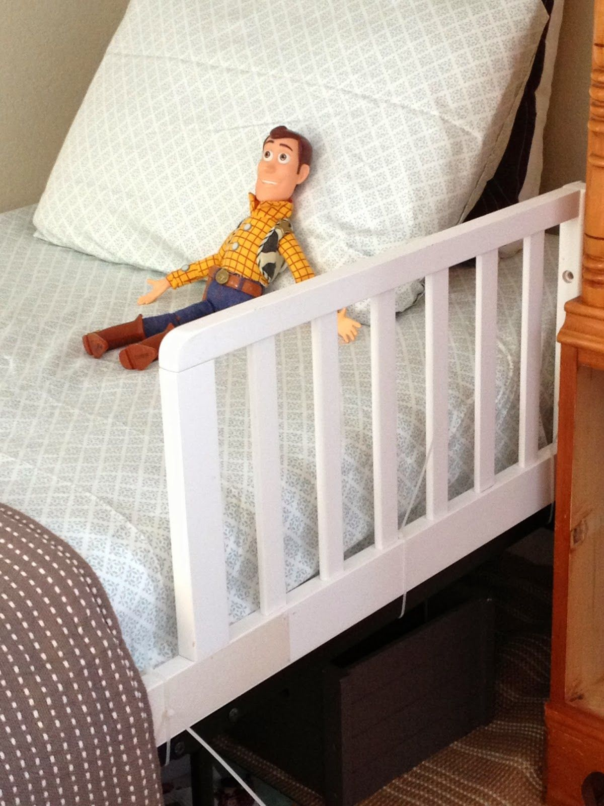 Diy Safety Rail For A Toddler Bed In 2019 Kids Bedroom