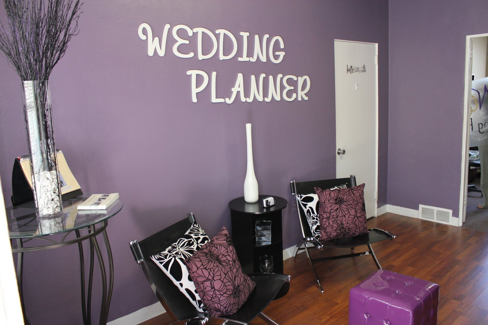 like the color of the wall and wedding planner letters for