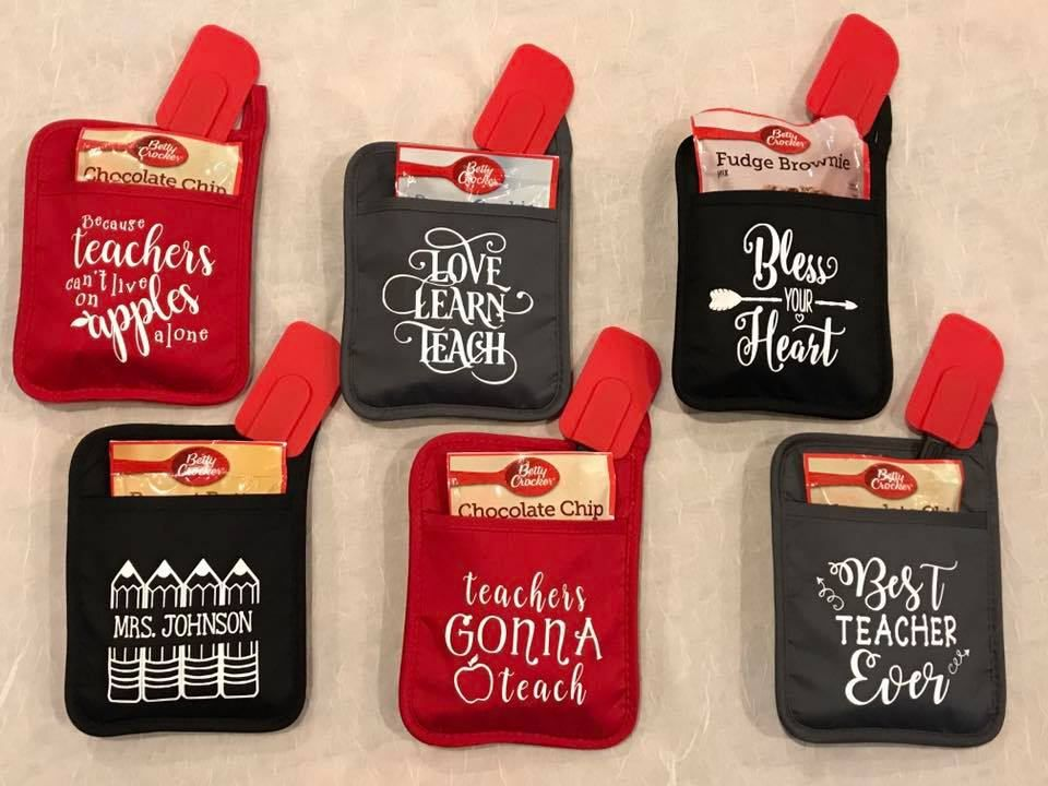 Custom Personalized End Of The School Year Teachers Gifts Baking Oven Mitt Pot Holders Funny Sayings By H Teacher Christmas Gifts Vinyl Gifts Teacher Christmas