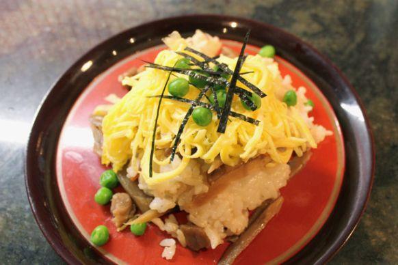 Gomokuzushi, sushi rice with vegetables.  五目寿司