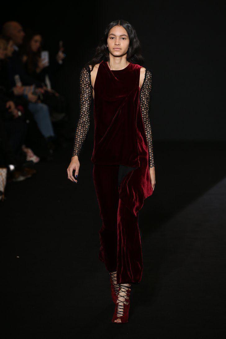 Pin for Later: Die 12 größten Modetrends der Fashion Weeks Herbst/Winter 2016  Roland Mouret Herbst/Winter 2016