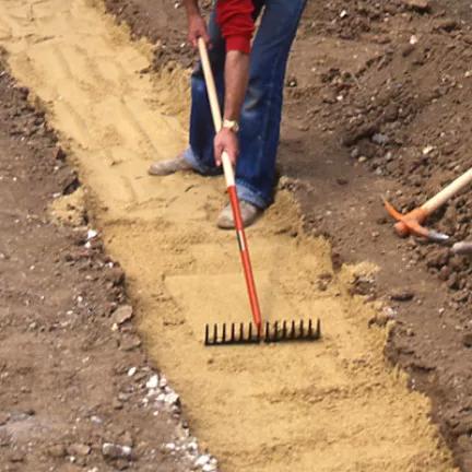 Dalles Gazon En Beton Perfore Sur Une Allee Carrossable En 2020 Dalles Jardin Paysager Gazon
