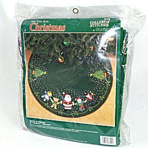 Bucilla Santa And Friends Beaded Stitchery Christmas Tree Skirt Kit Unused (Image1)