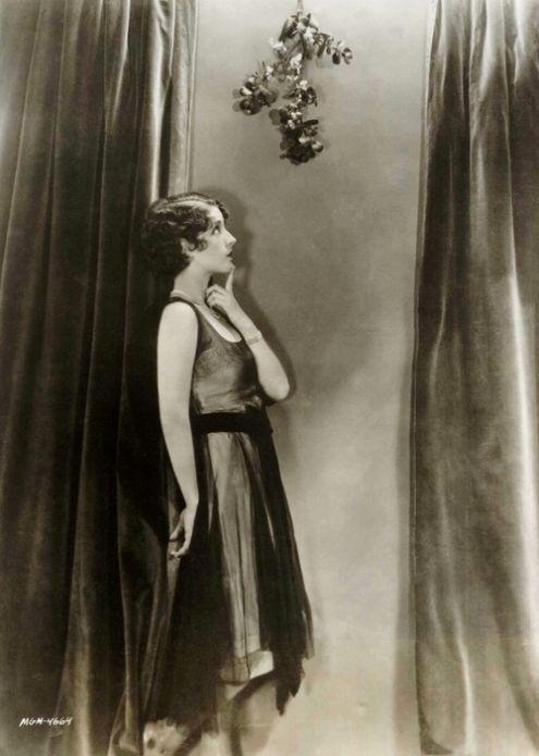 z- Norma Shearer- Under Mistletoe