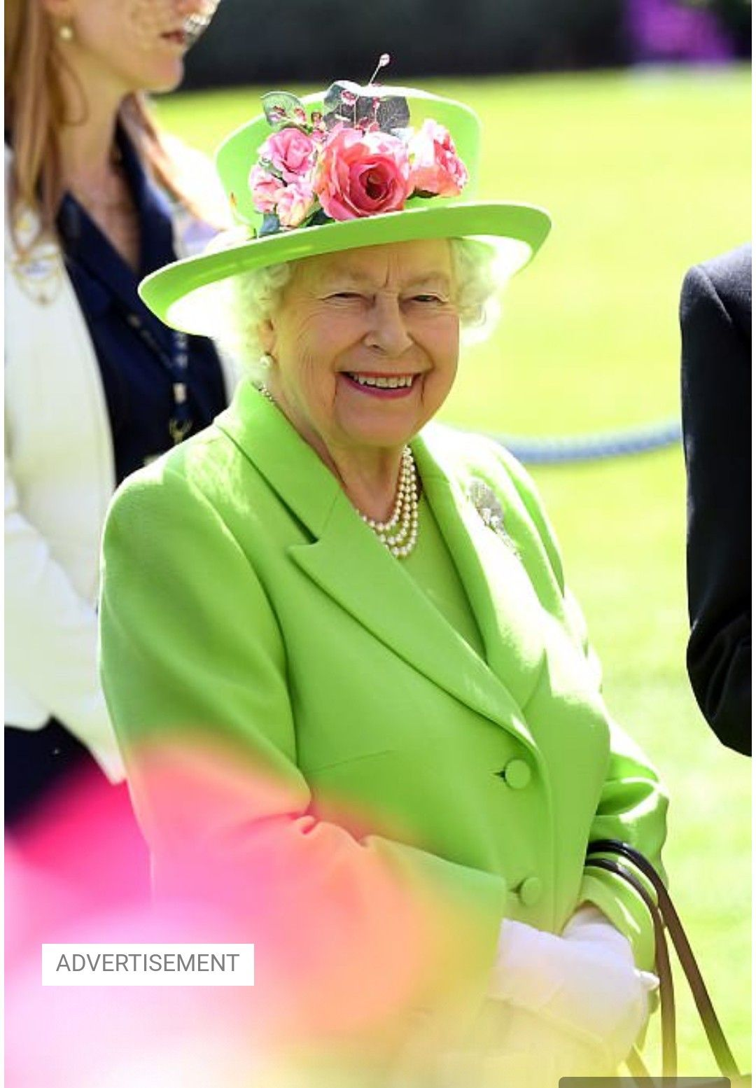 The Queen Looks Very Summer Ready In This Light Green Dress With Matching Hat Queen Elizabeth Photos Queen Elizabeth Royal Family England [ 1554 x 1080 Pixel ]