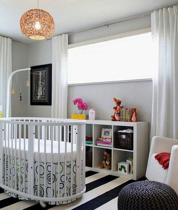 babybett-weiss-kleines-babyzimmer - kronleuchter modern - Rundes ...   {Babyzimmer modern gestalten 52}