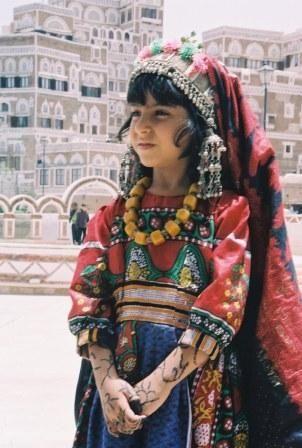 Yemeni girl in Sanaa | Traditional Khaleeji Dress | Yemen ...