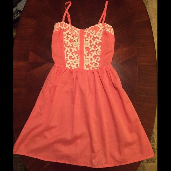 Rue 21 dress Adorable dress with floral accents! It's brand new with tags. It has adjustable straps and comes from a clean, smoke free home! Rue 21 Dresses Midi