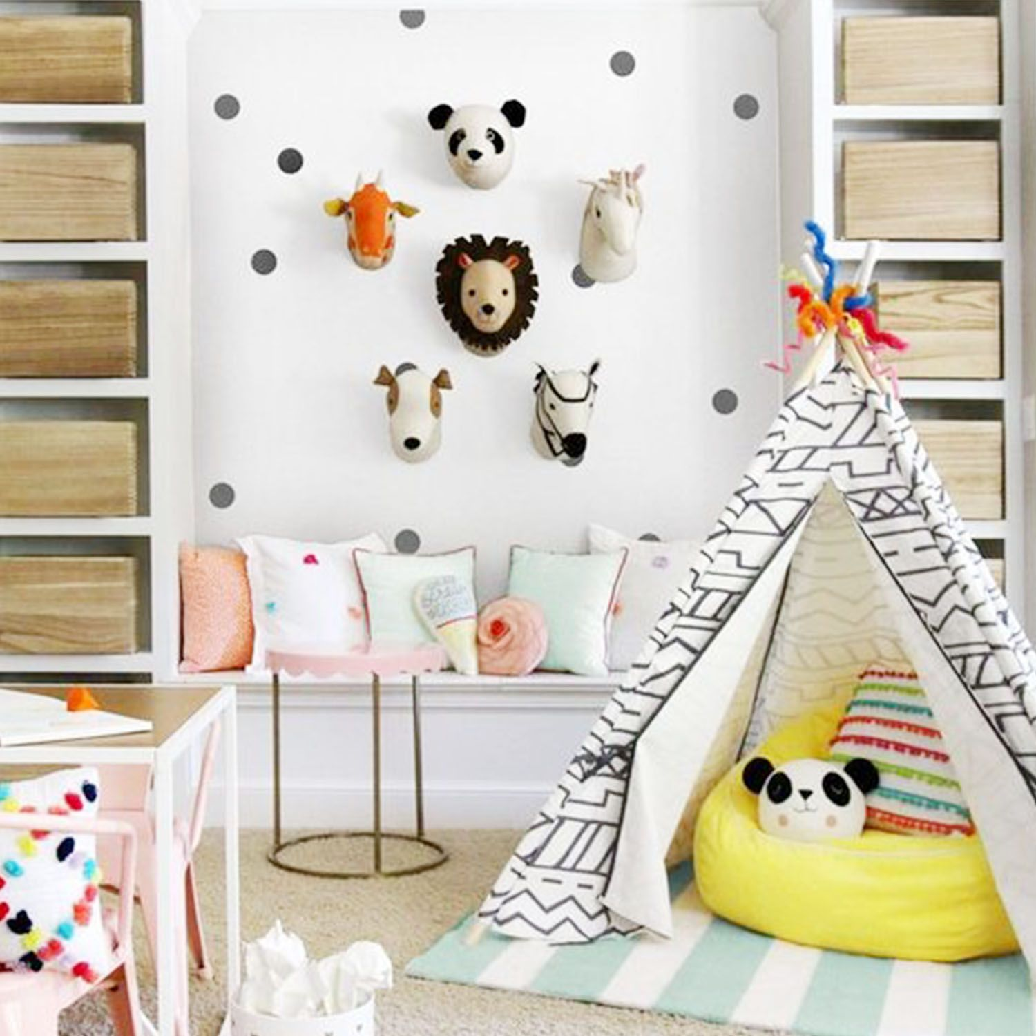 Habitación infantil safari con vinilo https://dolcevinilo.es/vinilo-topos #habitacion #habitaciones #infantil #infantiles #bebe #ideas #decoracion #pared #vinilo #vinilos #decorativos #vinilosdecorativos #habitacioninfantil #habitacionesinfantiles #habitacionbebe #habitacionesbebe #vinilosdecorativos #vinilosinfantiles #decoracioninfantil #decoracionbebe #niño #niños #niña #niñas  #safari #animales #blancoynegro #tipi #topos #confetti