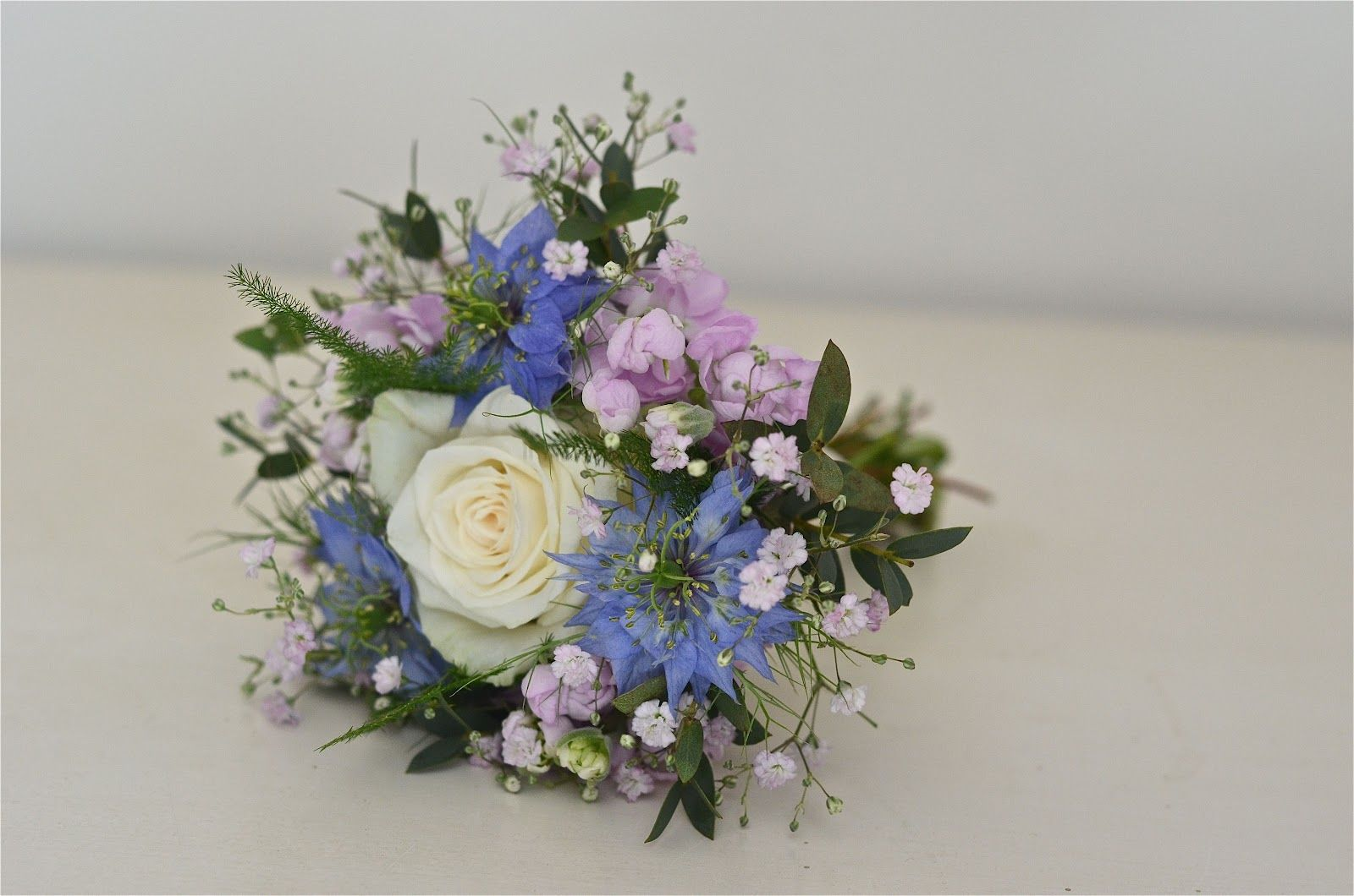 Wedding Flowers Blog: Laura\'s Vintage, English Country Garden ...