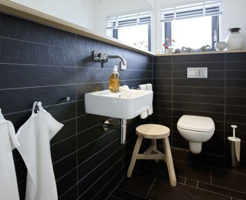 Ohne zusätzliche Raumteiler wirkt auch das kleine Bad ganz groß.