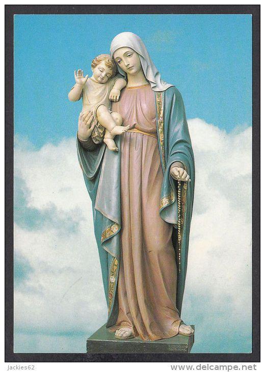 Statua della Madonna - Regina dell'Amore aka Madonna di Schio, Italia. Our Lady, Queen of Love, the apparition site in Schio, Italy