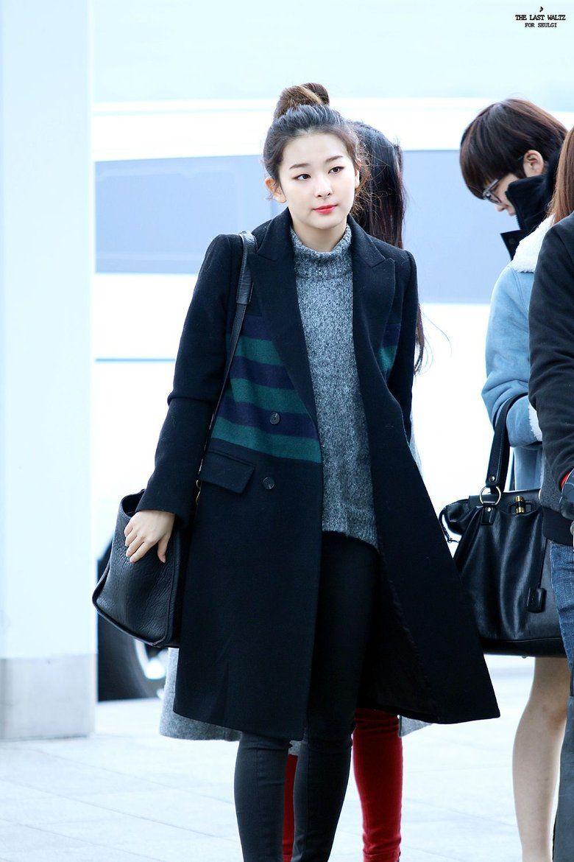 K Pop Idol With Fabulous Airport Fashion Red Velvet Seulgi Kpopmap Korean Airport Fashion Fashion Krystal Jung Fashion