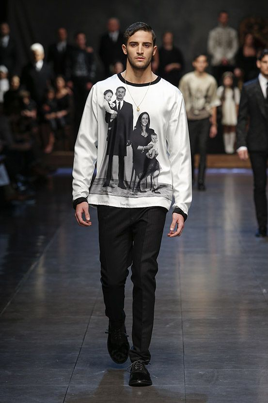 Discover Videos and Pictures of Dolce   Gabbana Fall Winter 2015 2016  Menswear Fashion Show on Dolcegabbana.com. 2fadefa99c0
