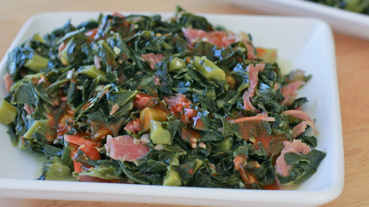 Soul food collard greens recipes divas can cook foodie how to make soul food southern collard greens recipe with smoke turkey leg simmered in chicken broth onions garlic red pepper flakes forumfinder Image collections