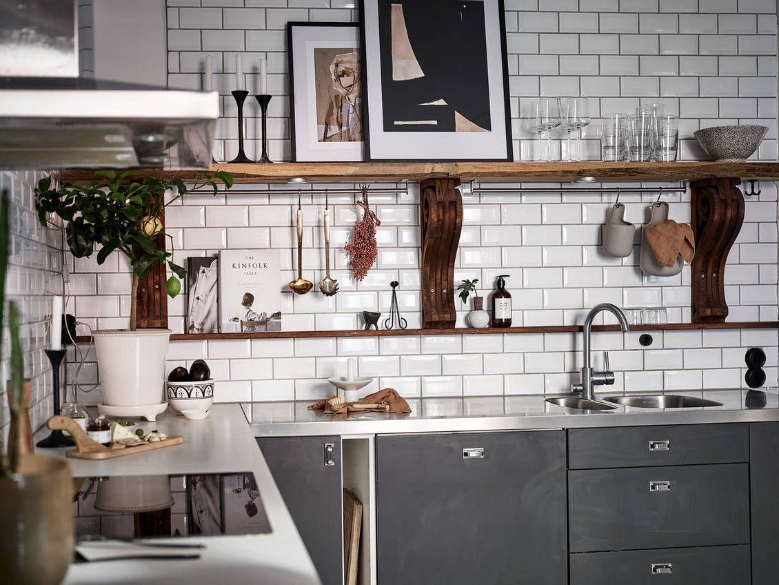 Une cuisine ouverte et une décoration contemporaine dans un