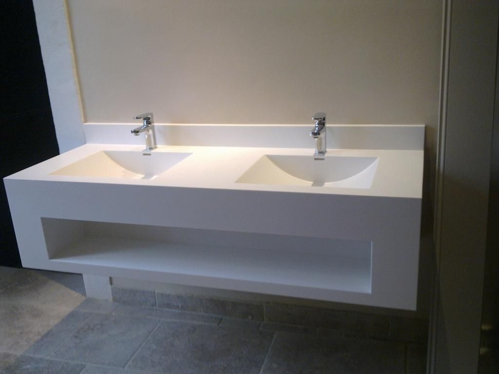 Vasque suspendue / rectangulaire / en Corian® / contemporaine