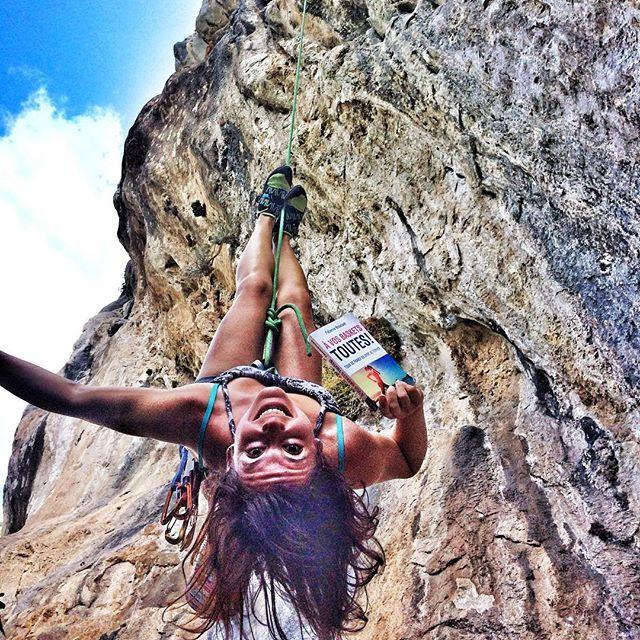 """Le livre """"À vos baskets toutes! Tour de France du sport au féminin"""" nous amène à penser autrement le sport au féminin et comme quoi tout est possible!  #climbing #escalade #grimpe #climbing_pictures_of_instagram #climbergirl #climbingwalls #rockclimbing #sportaufeminin #outdoorwomen #alpinebabes #livre #michalon #sport #feminin #adventure #aventure #blog #outdoorsport #outdoor #sport #wildernessbabes #vacances #mercantour  #grimpeuse #gorbio #alpesdusud"""