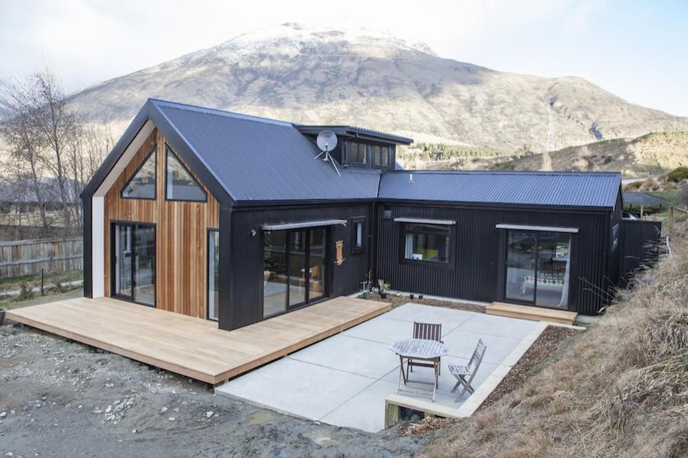 Little black barn a small 1 000 square feet home in for Modern new zealand homes