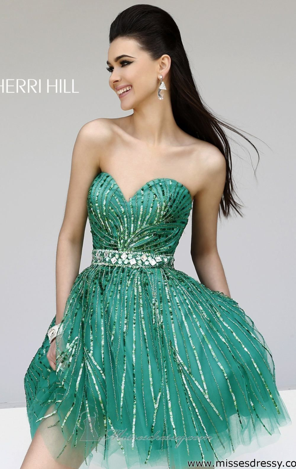 Bedazzle the crowd with Sherri Hill 8522. This electrifying ...