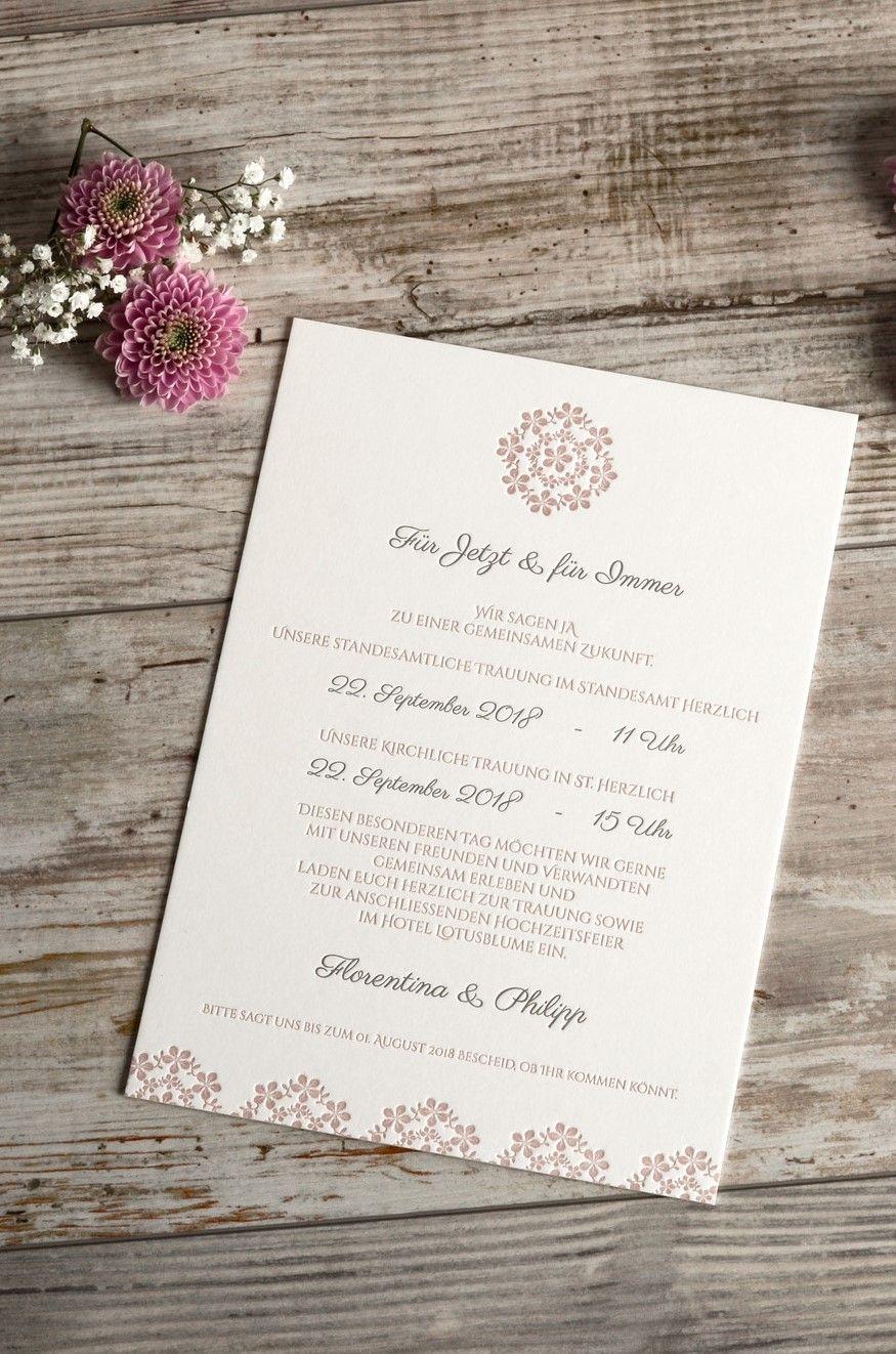 Hochzeitseinladung Als Postkarte Mit Blumenmuster In Rosa Hochzeitseinladung Einladungen Text Hochzeit