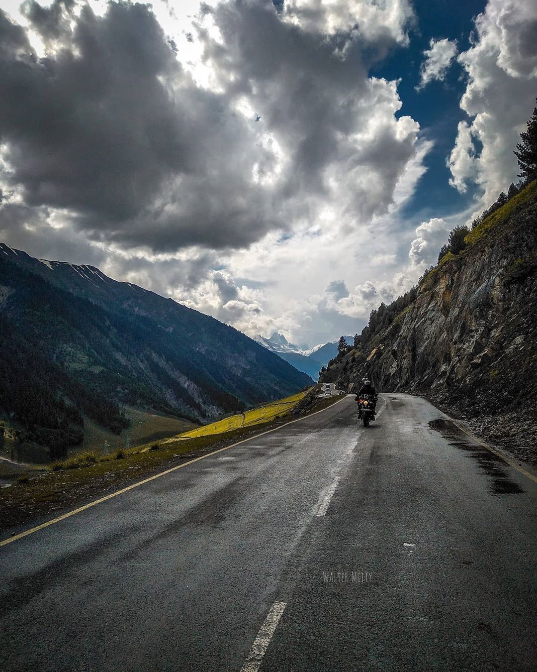 Chalo chale neele gagan k tale  #travel #travelling #travelgram #kashmir #himala