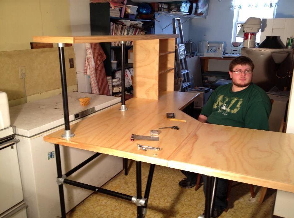 20 Most Popular DIY Computer Desk Plans - Gripelements ...