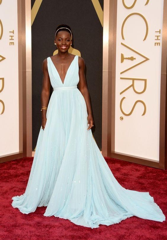 Lupita Nyong'o, vestido azul claro, oscar