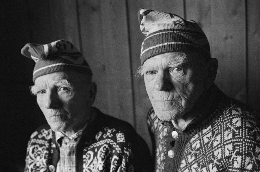 Heartbreaking Photo Series Captures The Final Years Of Two Brothers And Lifelong Best Friends7