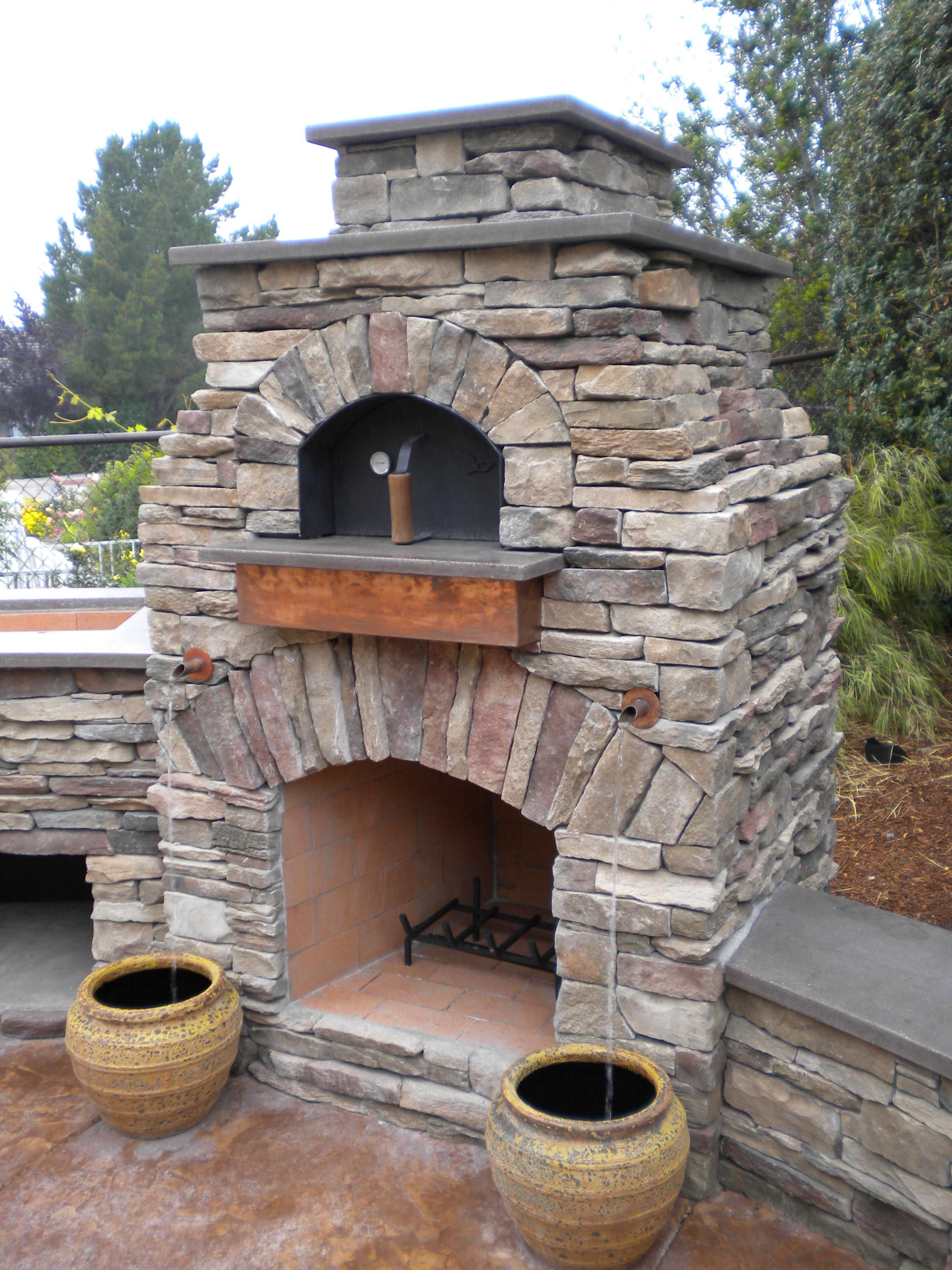 Elegant Exterior, Natural Looks Outdoor Pizza Oven With Stack Stones Materials And  Curved Burner Top As