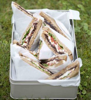 Sandwiches mit Camembert und Zwiebelconfit von Einfach Hausgemacht, Mein Magazin für Haus und Küche für das nächste Picknick