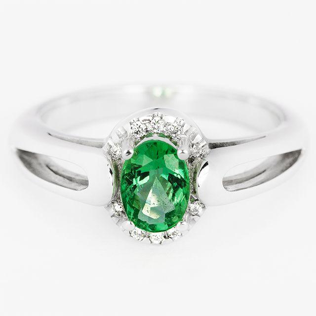 1a546f8c39f5 Anillo de esmeralda y diamantes Colombia  joya  joyeria  anillo  esmeralda   diamantes  piedrapreciosa