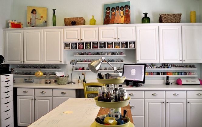 Is this not what we all dream about for a craft room ?  The cost of an almost another kitchen............will keep dreaming.
