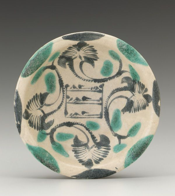 9th century earthenware bowl. painted over white (tin/lead) glaze. D. 20cm. Abbasid period Iraq.