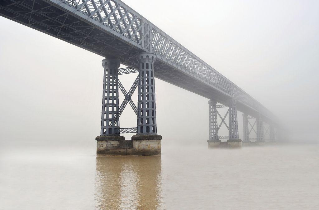 Pont de Cubzac les ponts. Aquitaine, France