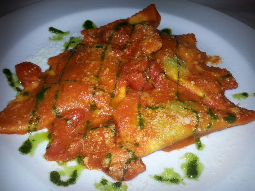 Ravioloni  #ristorante #roma #rome #restaurant #bistrot #celiaci #noglutine #vegetariano #food #cibo #romacentro #prati #vaticano  #aperitivo #brunch #colazione #pizza #love #glutenfree #vaticano #ravioli