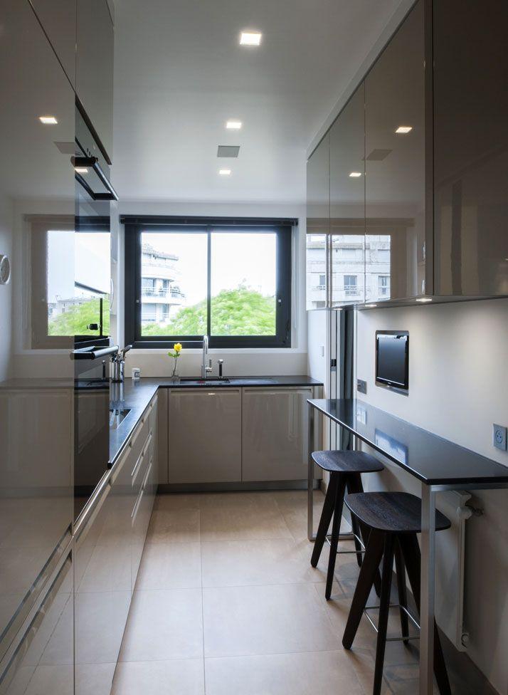 Titre projet petites cuisines en 2019 cuisine appartement cuisine troite et cuisine longue - Cuisine etroite et longue ...