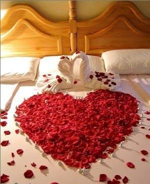 طريقة تزيين غرف النوم بأفكار رومانسية للعروسين تزيين غرفة نوم بشكل رومنسي بالصور Romantic Valentines Day Ideas Valentines Day Decorations Romantic Valentine