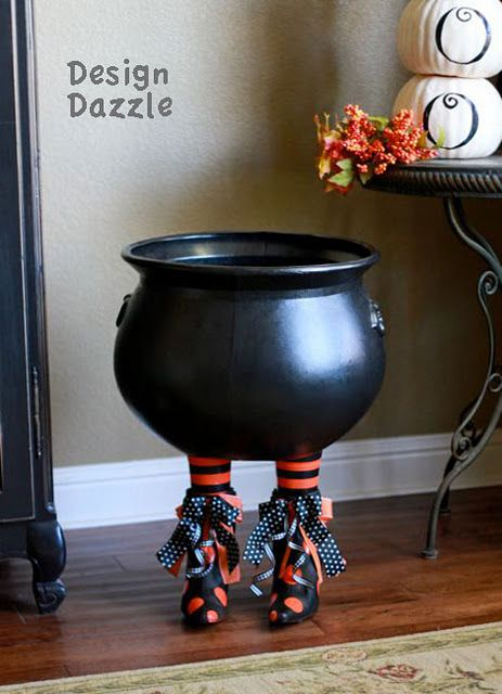 Tutorial on how to make a Halloween cauldron and table
