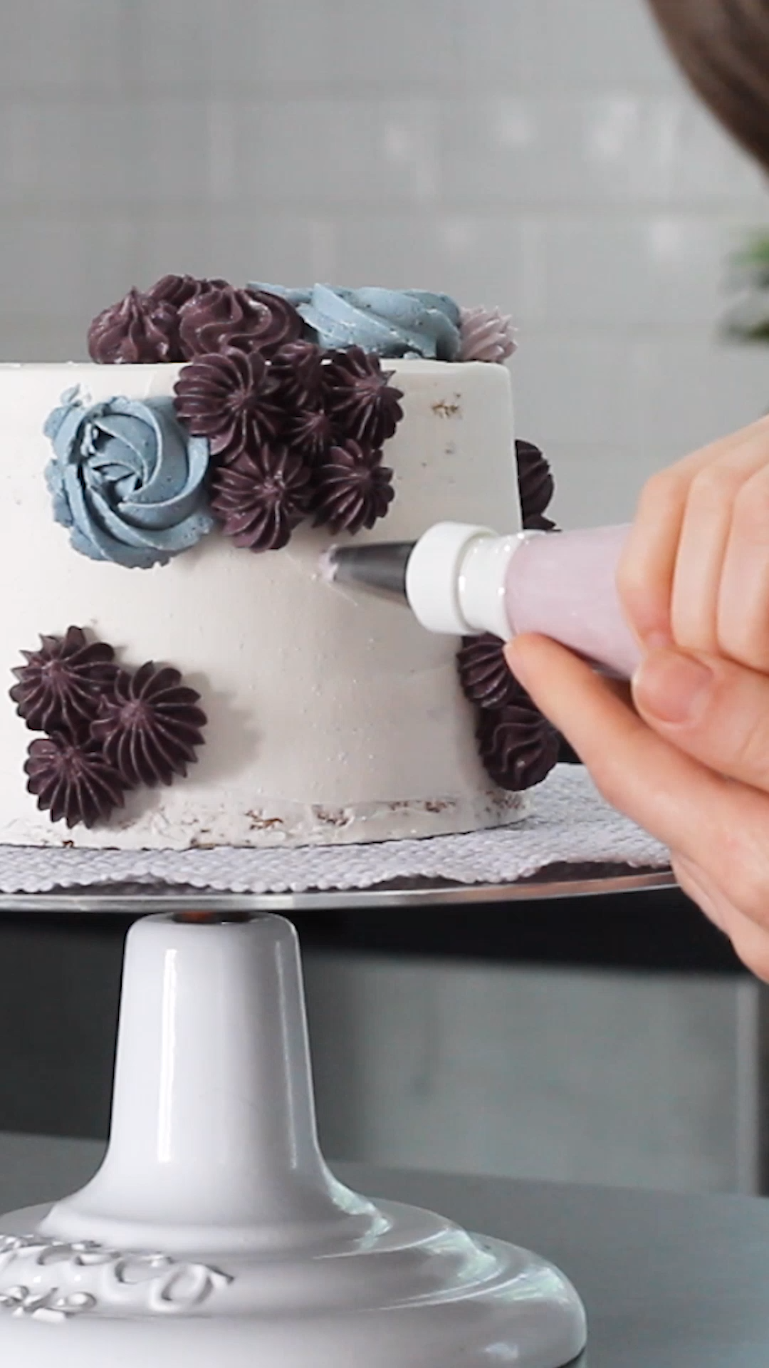 All you need to create all this TEXTURE are a few star piping tips Click through to learn the three basic piping patterns you need to make this cake dekorieren Star Tip C...