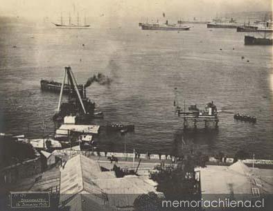 """Principio del rompeolas, Punta Duprat  """"Obras del Puerto""""                                                               Fuente: Memoria Chilena"""