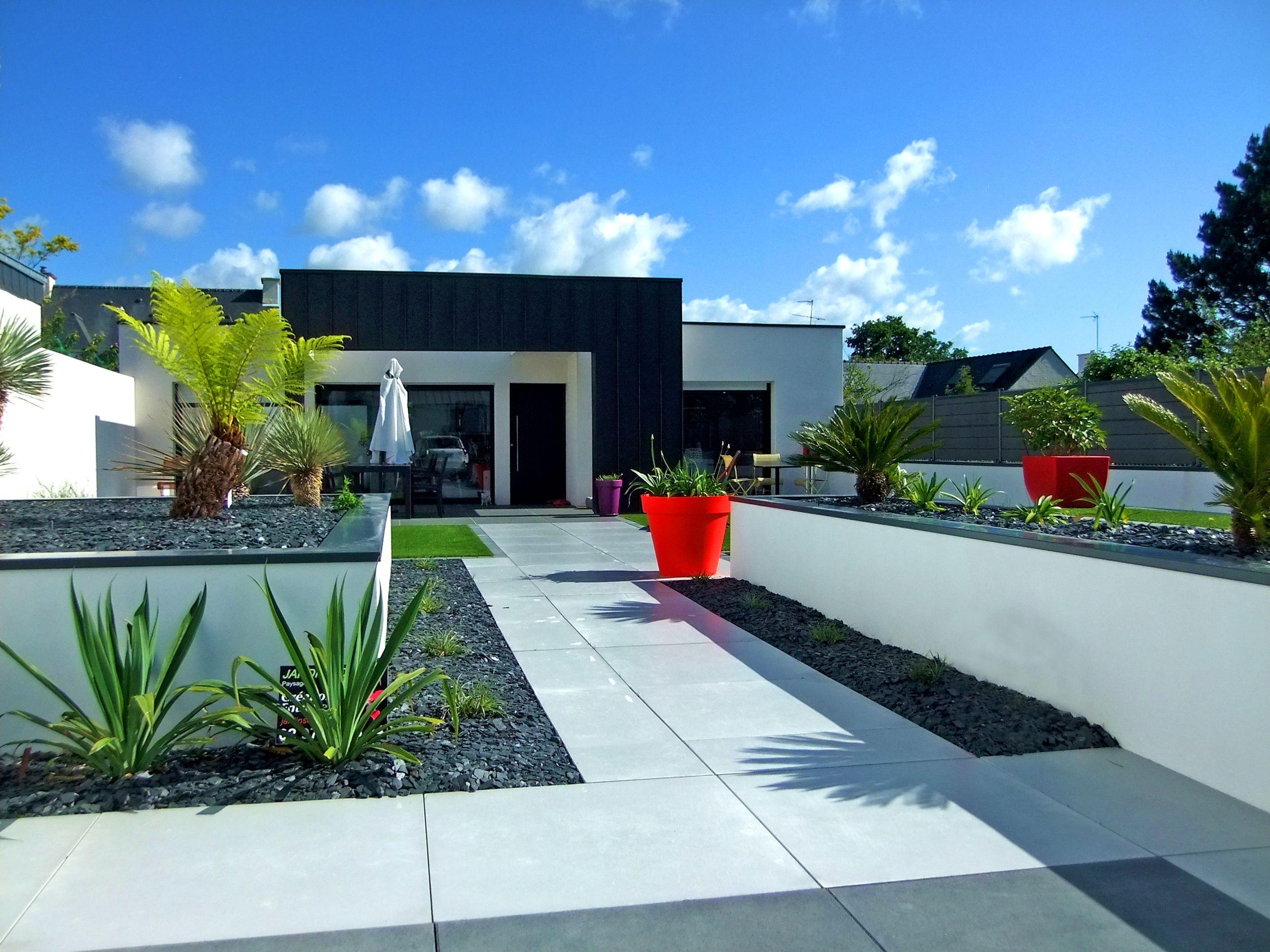 jardin urbain contraste de couleurs paysagiste jardins divers vannes moderne garden dallage. Black Bedroom Furniture Sets. Home Design Ideas