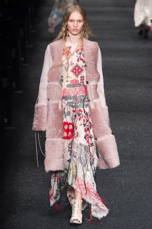 304743290 #AlexanderMcQueen #fashion #Koshchenets Alexander McQueen Fall 2017  Ready-to-Wear Collection Photos - Vogue