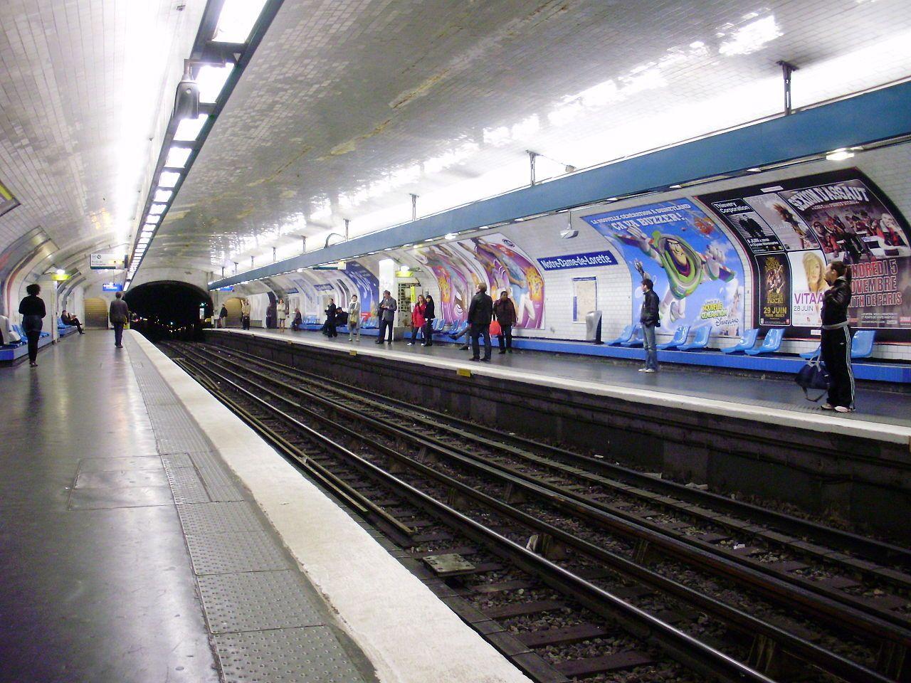 Notre Dame De Lorette Metro Parisien Metro Paris