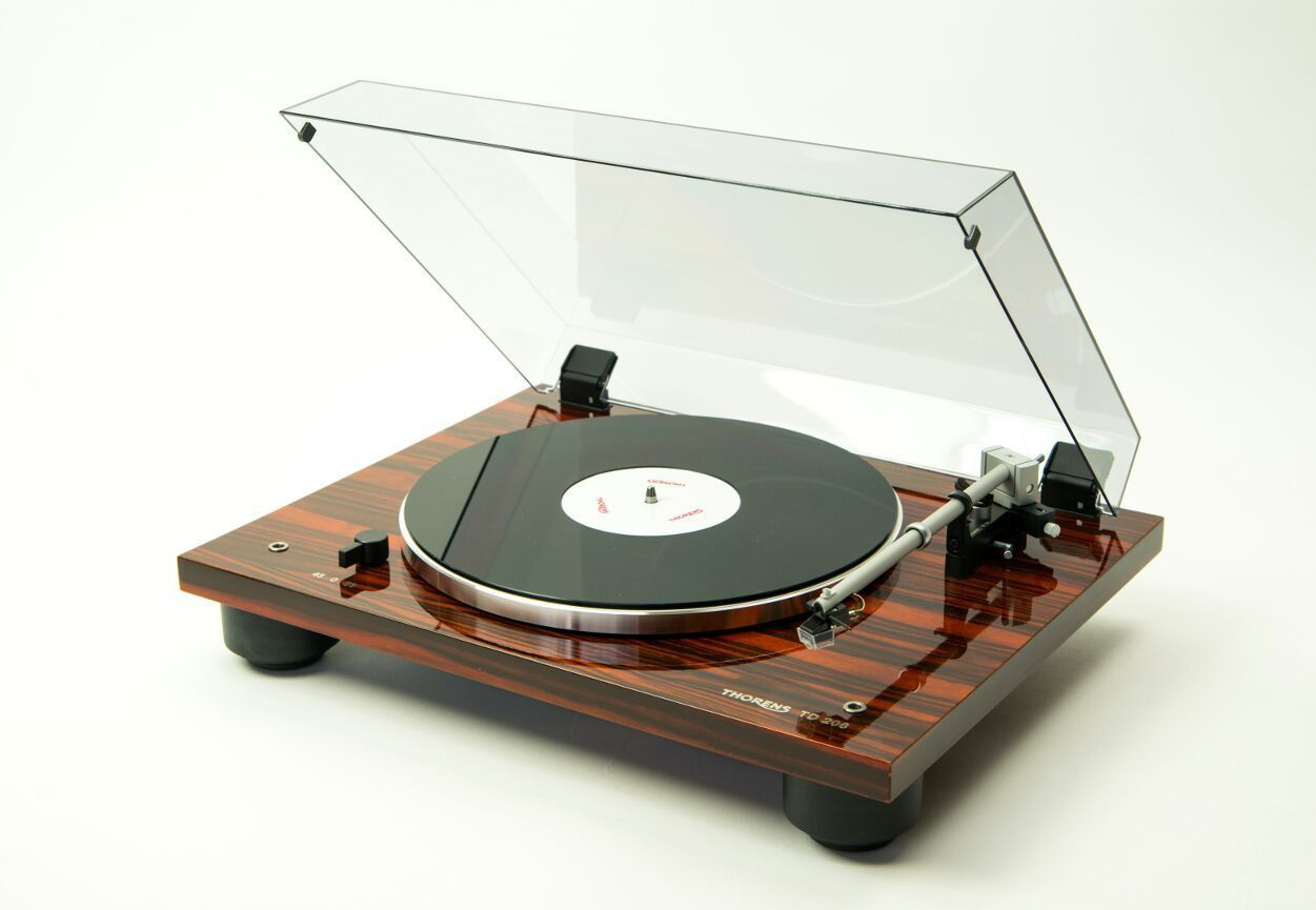 The TD 206 and TD 209 turntables are the younger siblings of the revolutionary, multiple-award-winning TD 309. However, they don't have to live in the shadow of their older brother. Both models are bu
