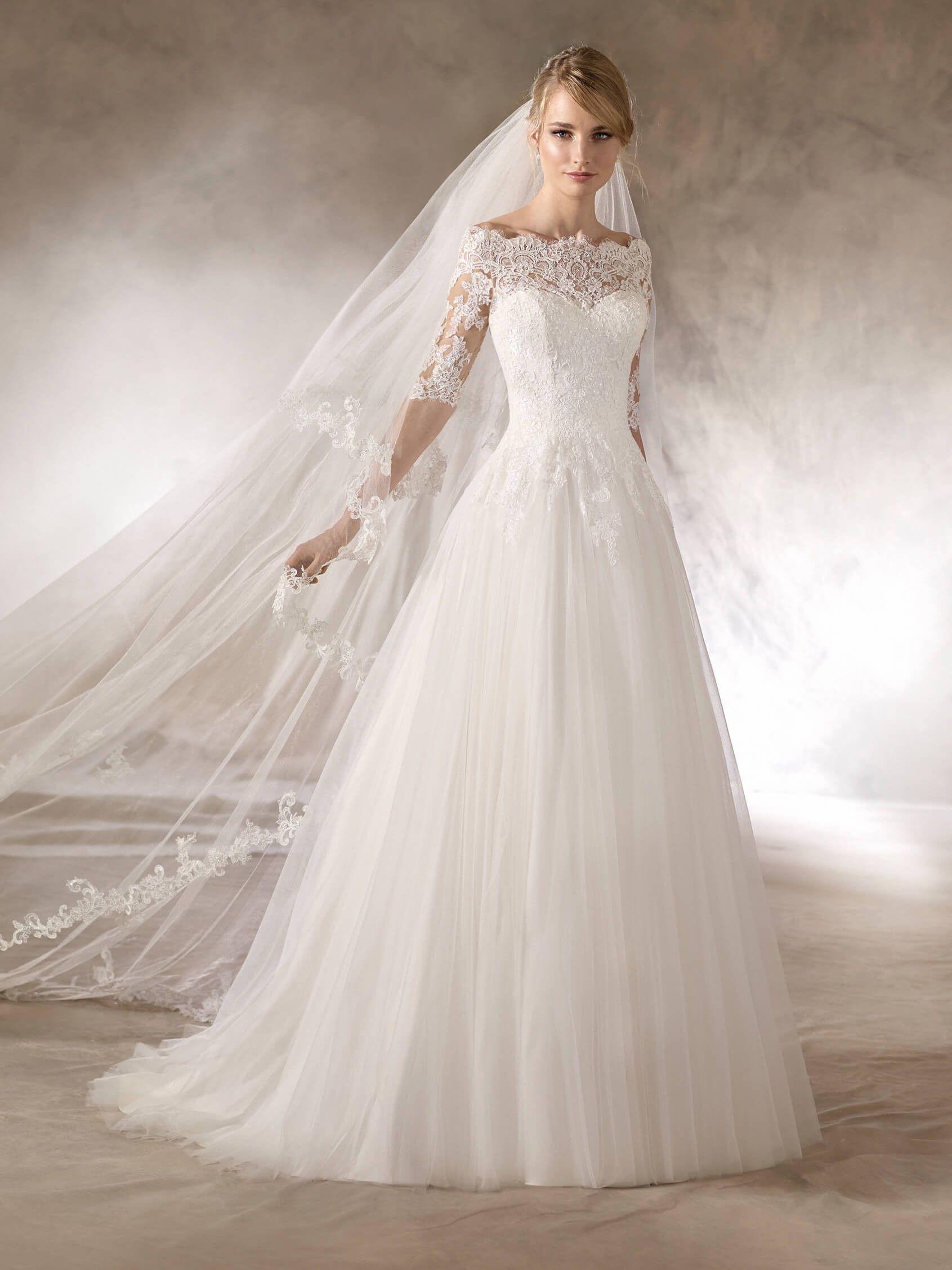 HALOKE ist ein Brautkleid im Prinzessin-Stil mit Tüllrock und ...