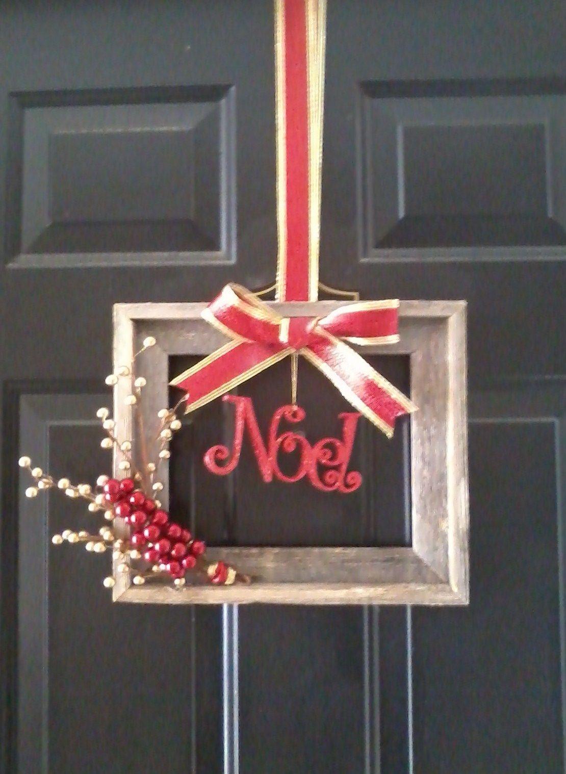 Bilderrahmen verzieren ornamente  My new wreath! A picture frame and some leftover Christmas decor ...