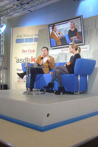 Javier Moro auf dem Blauen Sofa