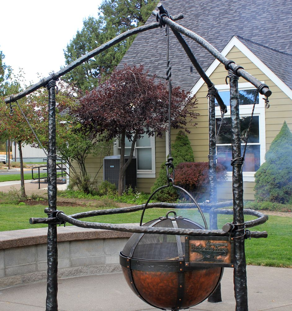 Rustic Patio Cauldron Fire Pits Design Tough Portable Handmade Tripod Stand Fire Pit Backyard Garden Fire Pit Modern Fire Pit